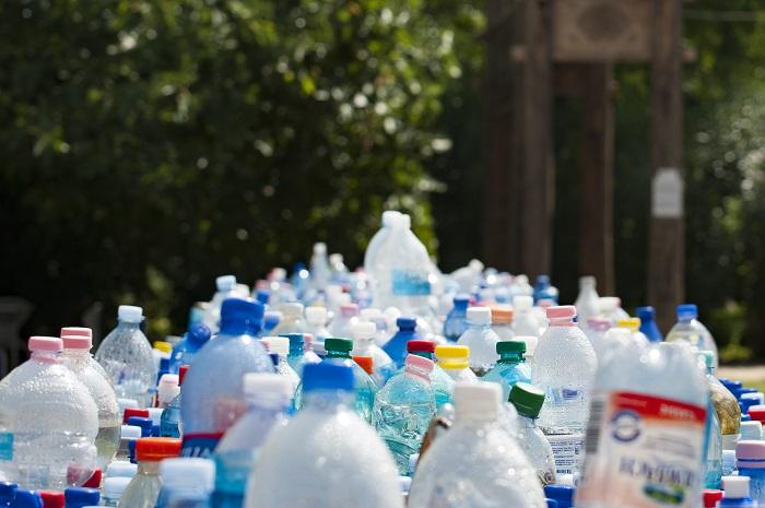 spreco della plastica